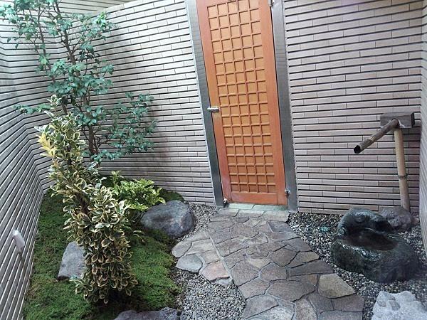福井県越前海岸の呼鳥門近くのお店のトイレ♪
